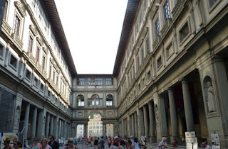 Piazzale degli Uffizi, Firenze.