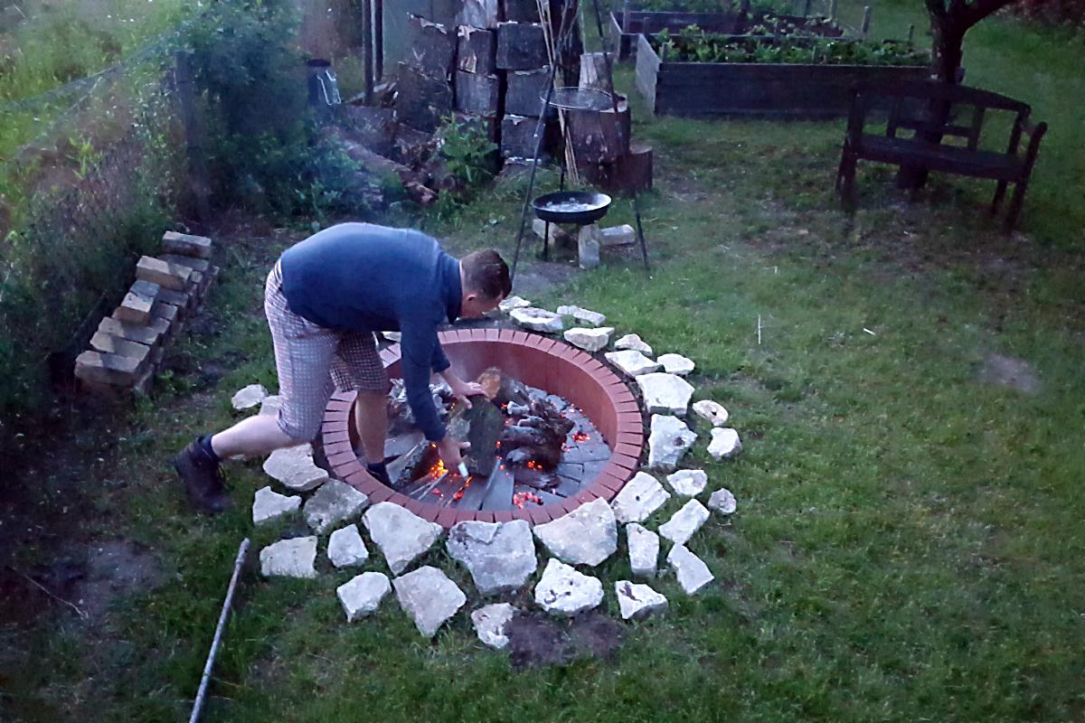 Die neue Feuerstelle, noch nicht ganz fertig... | Arthurs Tochter kocht von Astrid Paul. Der Blog für food, wine, travel & love