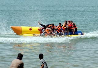 Basah dengan Banana Boat Bali Kss Bali Tour