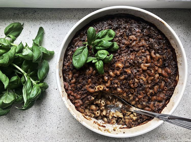 vegaaninen soijarouhe-makaronilaatikko ilman makaronien keittämistä