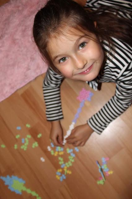 Zabawki. Zabawka, klocki, puzzle, plus plus, dziecko, prezent pod choinkę, prezent na urodziny, co kupić dla dziecka , choinka , prezent, puzzle 3d