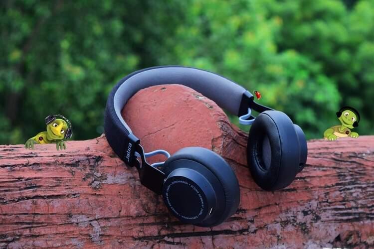 Segundo a Organização Mundial da Saúde (OMS), cerca de 466 milhões de pessoas sofrem de perda auditiva no mundo. A entidade afirmou ainda que, até 2050, o número pode aumentar para 900 milhões.
