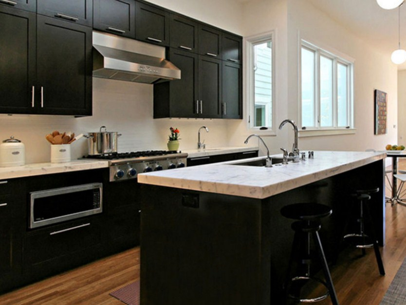 black-kitchen-counter-decor