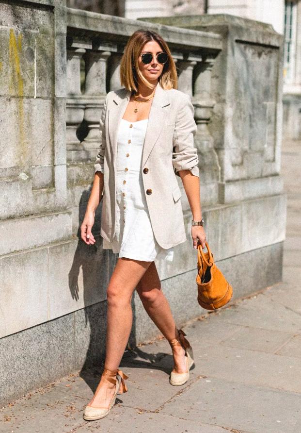 Emma Hill y su vestido de lino