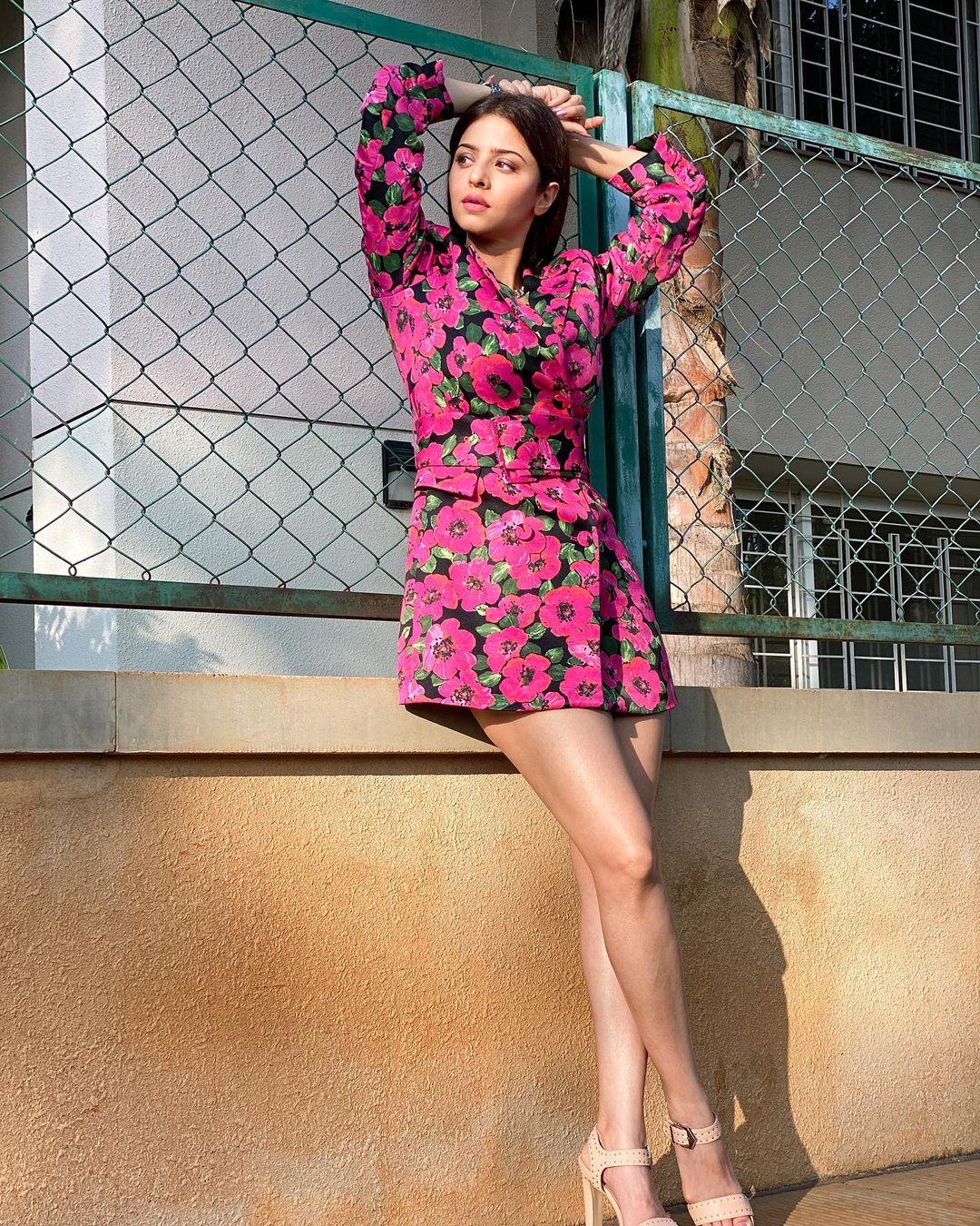 Actress Vedhika Latest Hot Photos