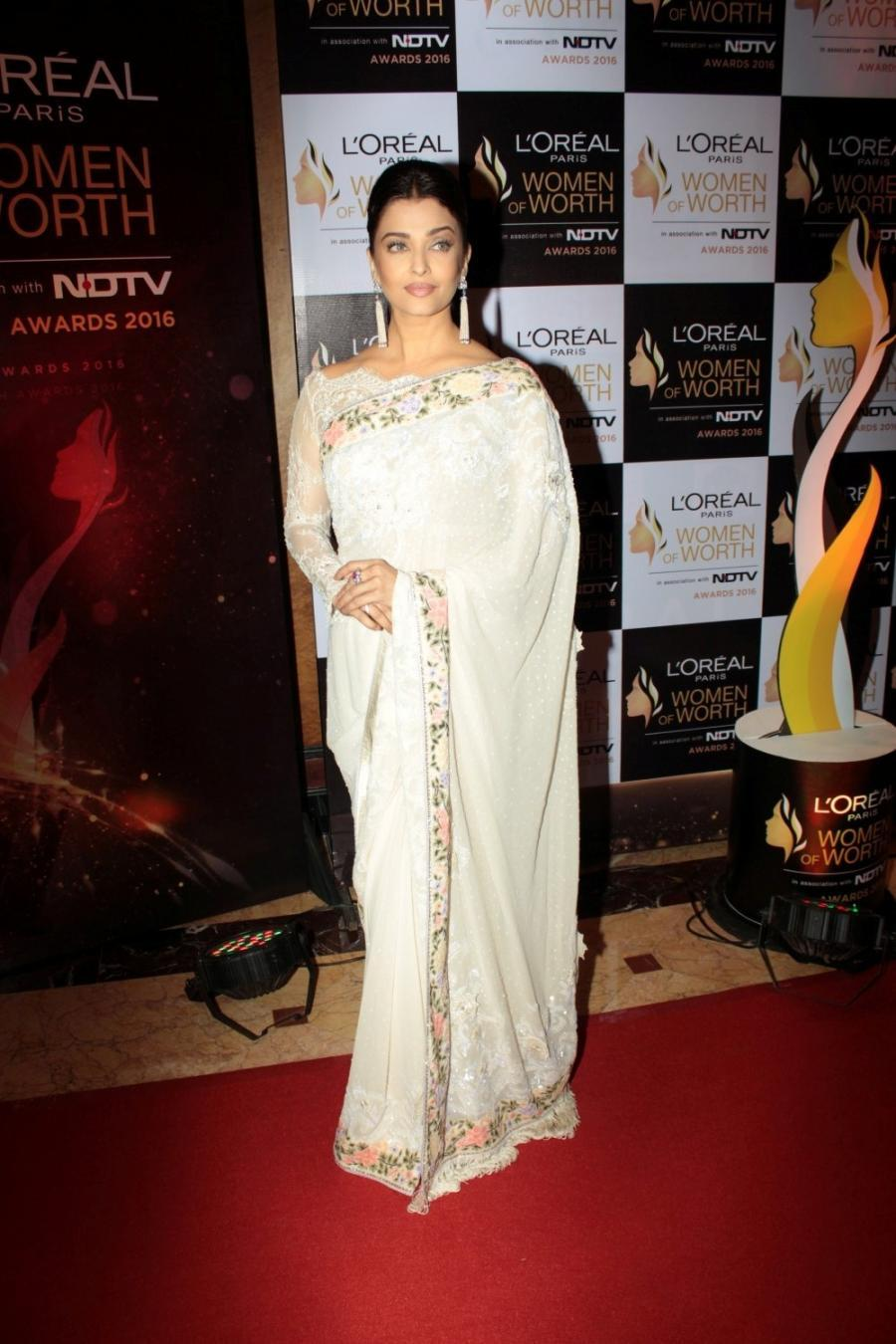 Indian Actress Aishwarya Rai Stills In White Saree