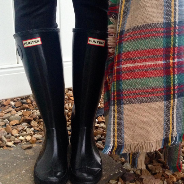 hunter boots witha blanket scarf