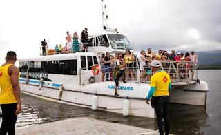 Viagem de catamarã no sábado 02/11 ao Marujá leva ao espetáculo dos botos