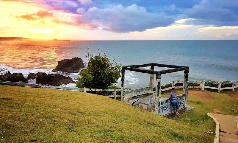 Pantai Karang Tawulan Tasikmalaya, Pantai Karang mirip Tanah Lot di Bali