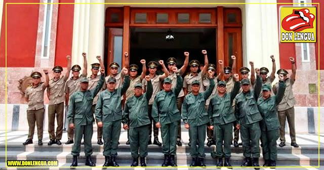 Cadetes venezolanos visten uniformes militares cubanos