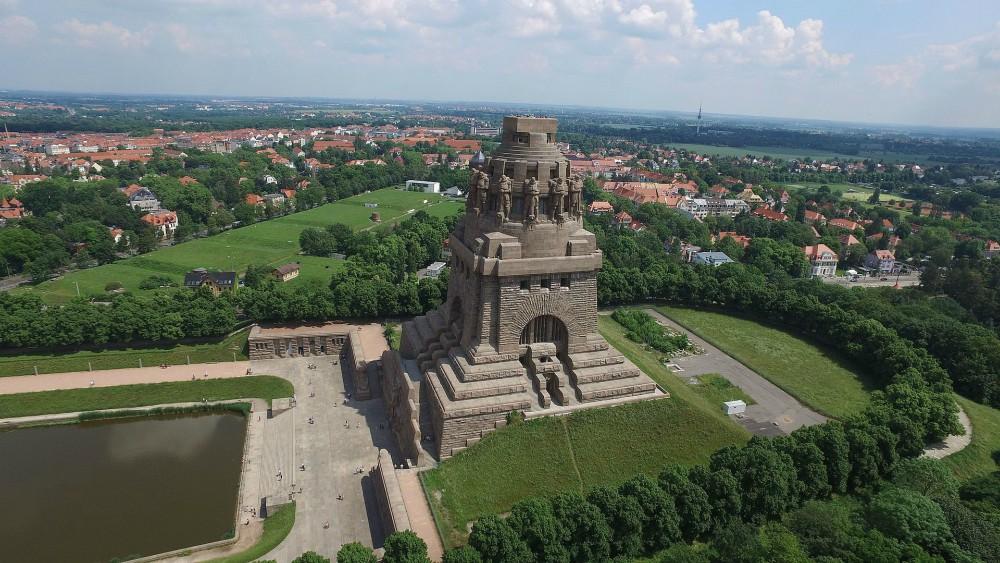 Napoleão Bonaparte V%25C3%25B6lkerschlachtdenkmalLeipzig1-MonumentoBatalhadasNacoes