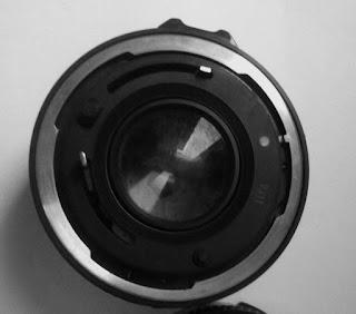 Lensa Canon 50mm f/1.8 tampak belakang