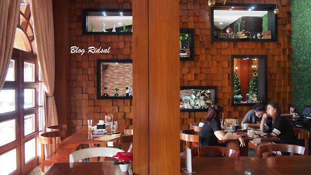 M Avenue Cafe & Resto: Tidak Sekedar Dekorasi - Ruangan 01