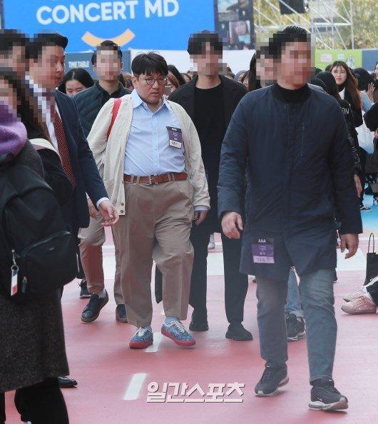 Bang Shi Hyuk BTS konserine korumalarıyla birlikte geldi