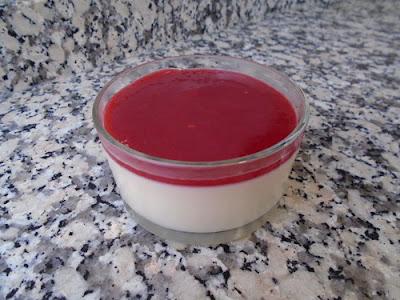 Panacota con salsa de frambuesas