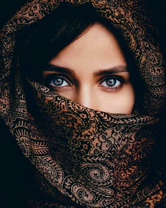 Beautiful Girl Eyes DP with Poetry for Whatsapp Status