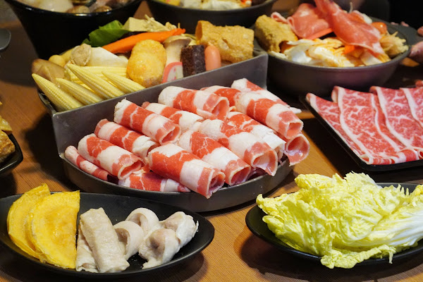 台南安平區美食【老城門佰元鍋物】餐點介紹-石頭燒烤鍋