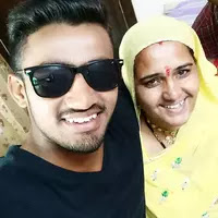 mahipal lomror with her mother