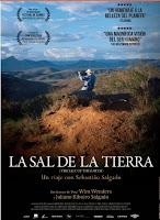 Esta película sobre el fotógrafo Sebastião Salgado cuenta obra y vida del mismo como algo indisoluble, narrando cada motivo para sus proyectos y también las dificultades que tuvo, tanto en la vida como en ellos, para llevarlos a cabo