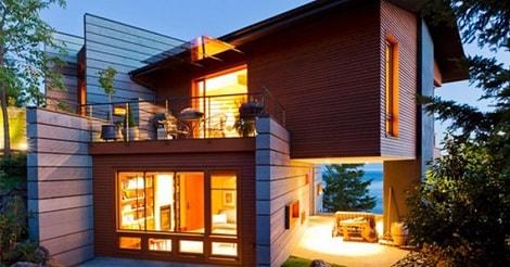 Rumah dua lantai bertema kayu