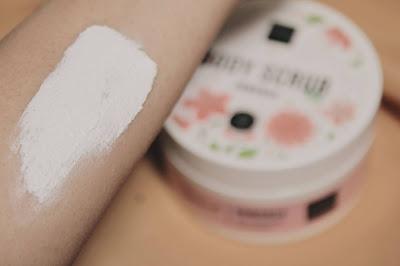 tekstur body scrub scarlett whitening