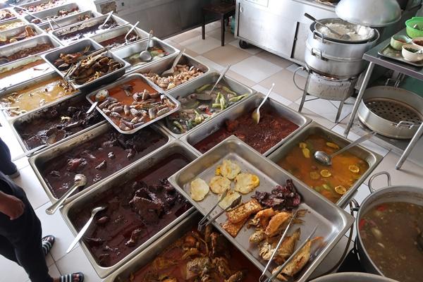 Pilihan lauk pauk di Restoren Syakila