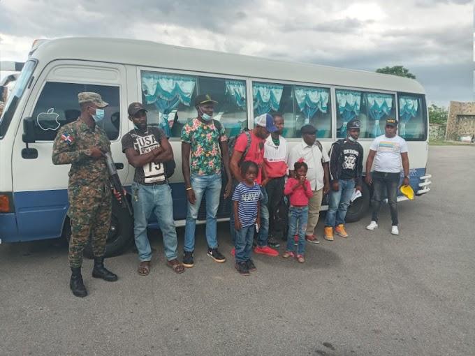 Continúan los Apresamientos de Autobuses con nacionales Haitianos