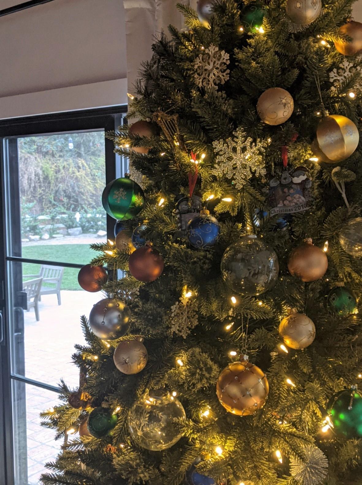 ornaments holiday tree decorating