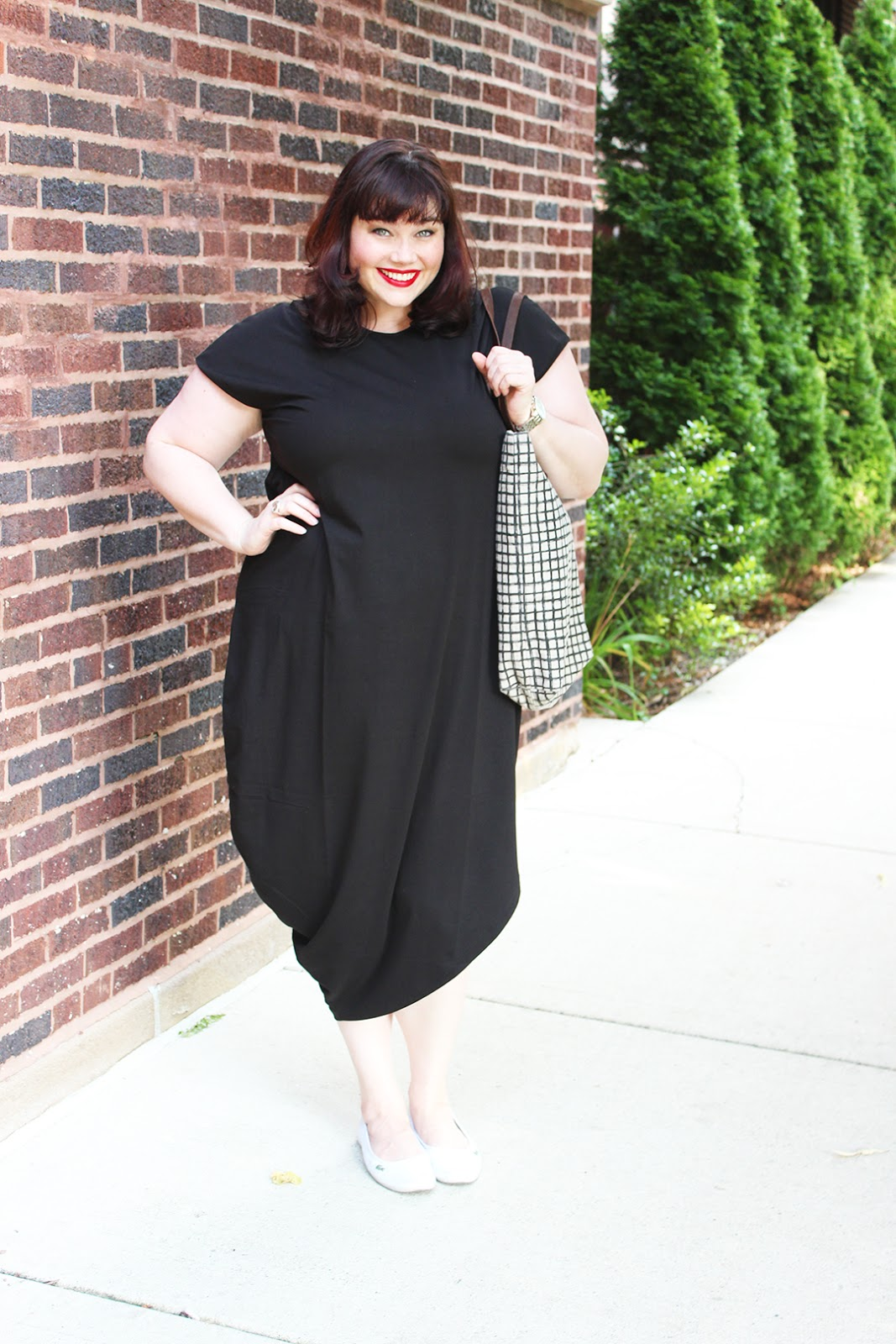 Plus Size Blogger Amber from Style Plus Curves wearing the Universal Standard Geneva Dress in Black, modern plus size clothing, tshirt dress, casual, OOTD