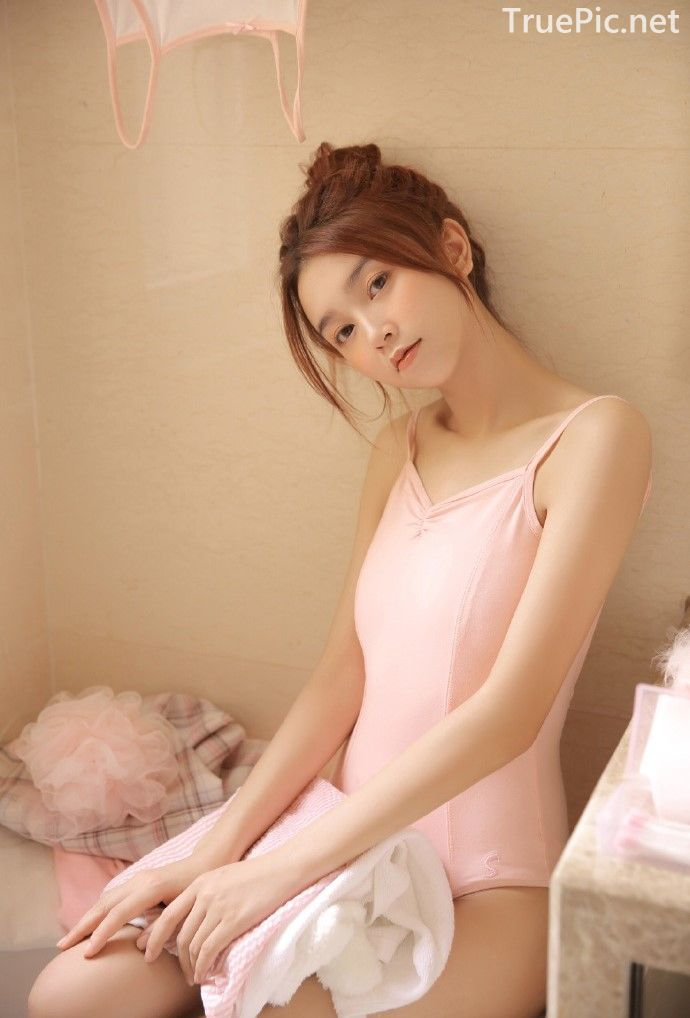Chinese cute model - Little pink angel playing in the bathroom - Picture 9
