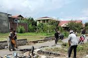 Warga Banda Aceh Bongkar Badan Jalan Akibat Pemerintah Tidak Bayar Ganti Rugi.