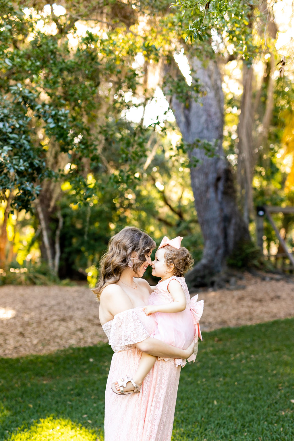 mommy daughter maternity photos