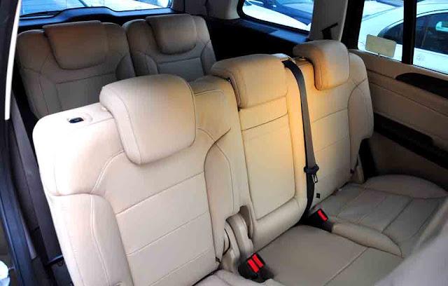 Băng sau Mercedes GLS 400 4MATIC 2017 thiết kế rộng rãi và thoải mái.