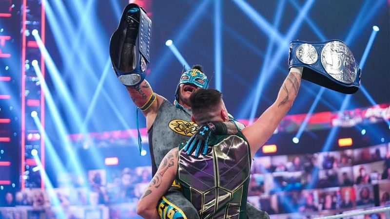 5 Reasons why Dominik and Rey Mysterio won SmackDown Tag Team Championships