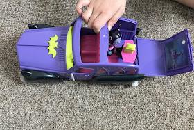 Vampirinas car as a movie theatre Hauntleys
