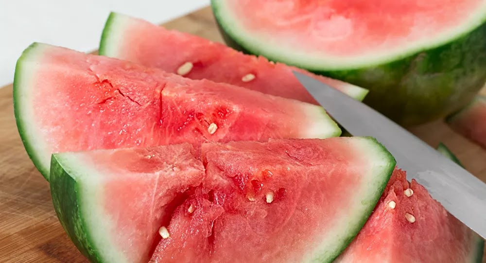 """7 فوائد """"غريبة"""" لقشور البطيخ تجعلك تلتهمها من الخارج إلى الداخل"""