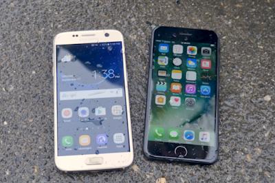iPhone 7 vs Galaxy S7 immersione  in acqua