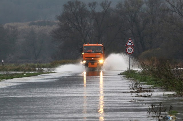 Árvíz várható a sok eső miatt több folyón is, ezért készültséget rendeltek el
