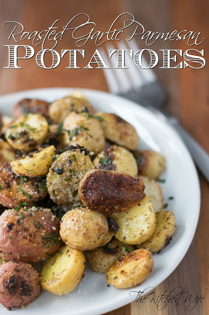 The finished roasted garlic parmesan potatoes on a white place with the title above it.