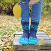 https://laukkumatka.blogspot.com/2019/10/lehtisukat-leafy-socks.html