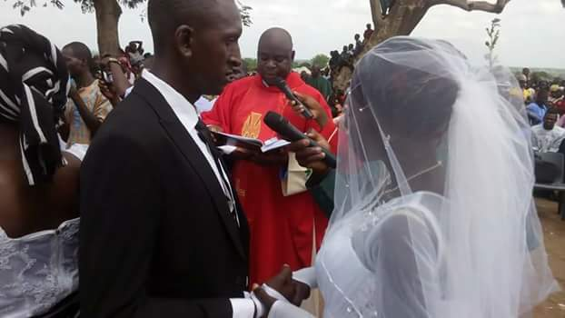 Photos: Four IDPs couples wed at Daudu camp, Benue State