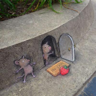 A mouse setting a prank