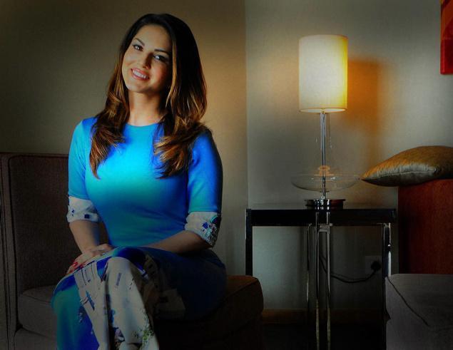 फिल्में ना मिलने के बावजूद कैसे करोडो रूपए कमा रहे है ये सितारे , Side Business of Bollywood Stars