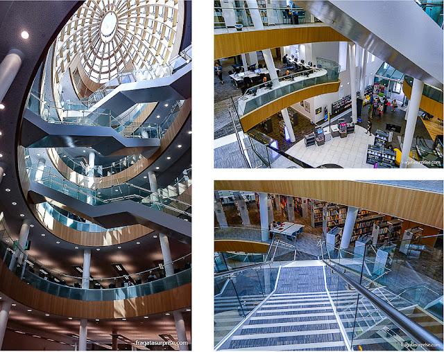 Átrio moderno da Biblioteca Central de Liverpool