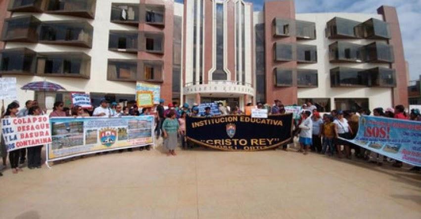Suspenden clases en Institución Educativa Cristo Rey por colapso de desagües - Lambayeque