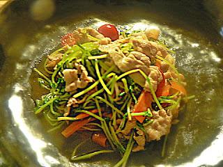 豚バラ等豆苗の炒め物