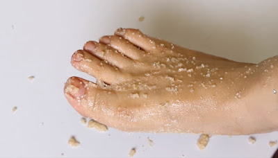 Removing Brightening Foot Scrub