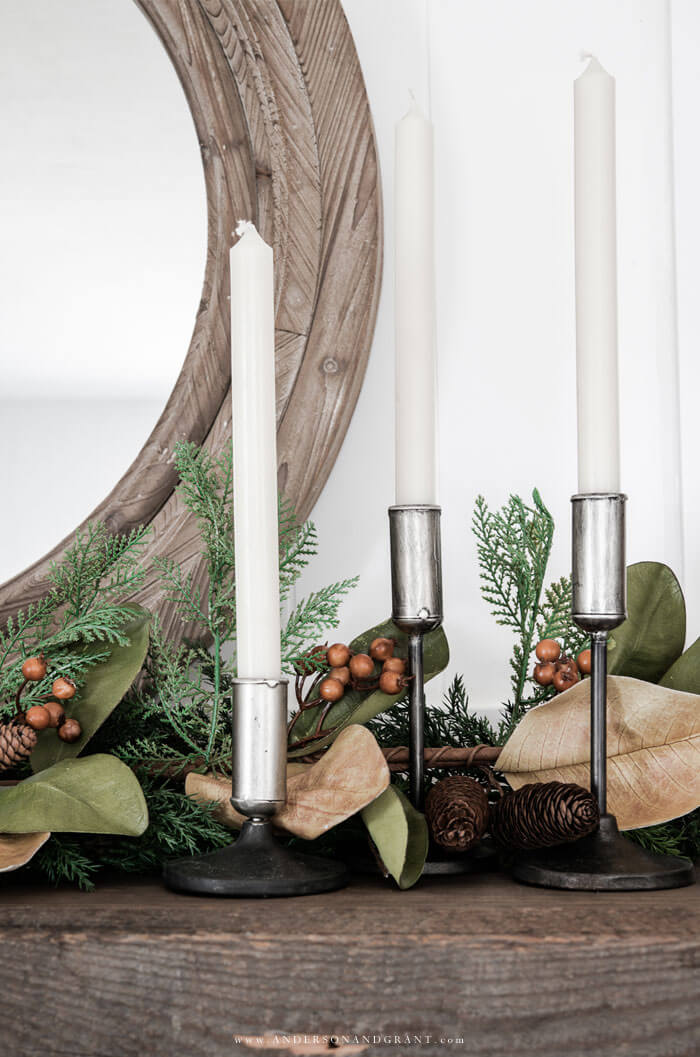 Easy ways to decorate your living room mantel for the fall season.