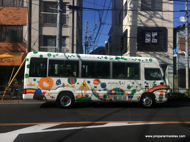 autobús escolar en Japón