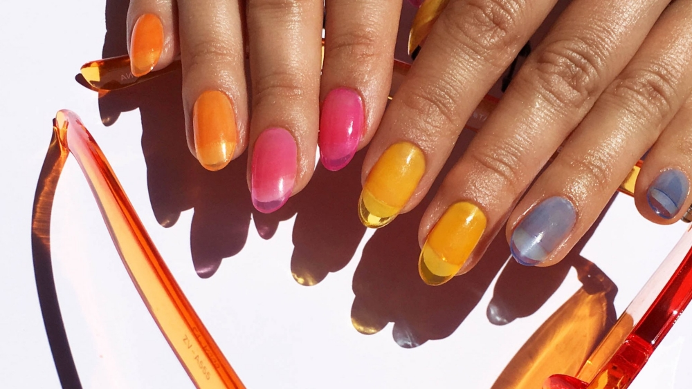Der Sommertrend 2019 sind bunte Jelly-Nails